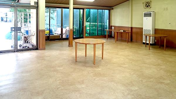クラブハウスの床を張り替えた直後の写真