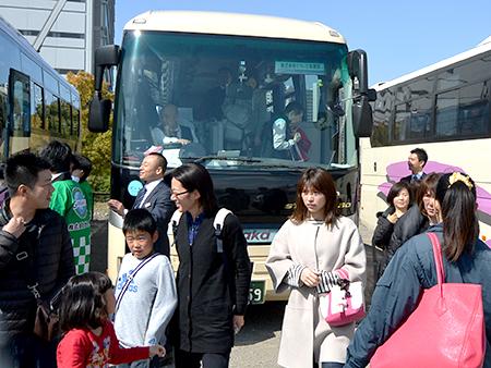 大阪南港のLIXILショールームに到着